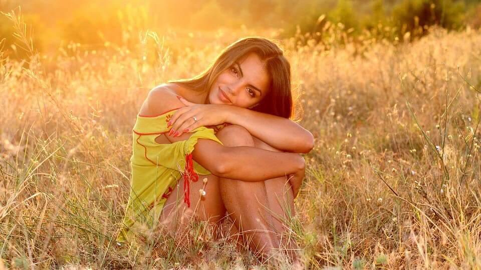 How to meet single women near me? The full guide to meeting single women 1