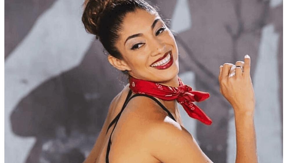 Ecuadorian Women: Meeting, Dating, and More (LOTS of Pics) 54