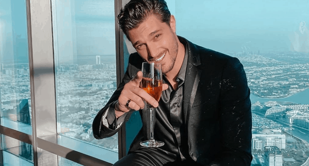 Canadian Men – Meeting, Dating, and More (LOTS of Pics) 32