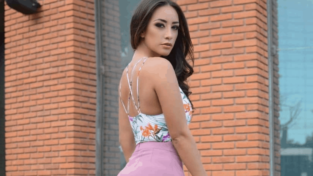 Bolivian Women: Meeting, Dating, and More (LOTS of Pics) 13