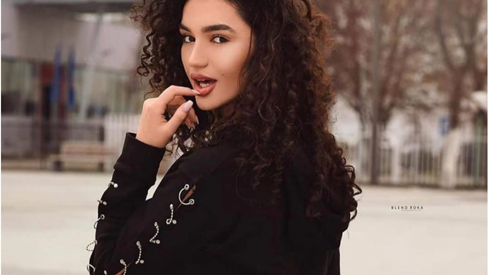 Armenian Women: Meeting, Dating, and More (LOTS of Pics) 3