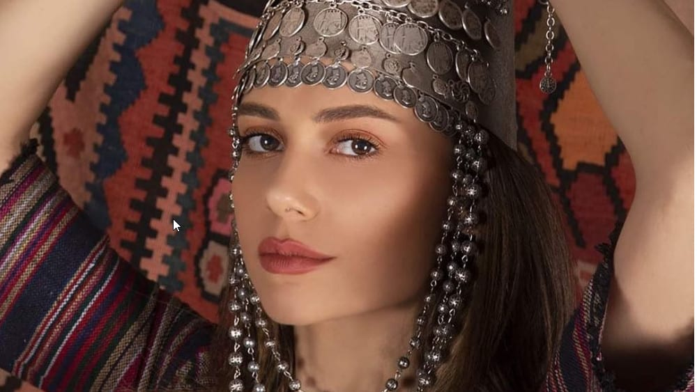 Armenian Women: Meeting, Dating, and More (LOTS of Pics) 12