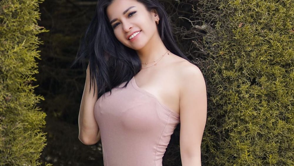 Indonesian Women - Meeting, Dating, and More (LOTS of Pics) 38