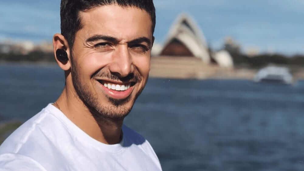 Australian Men – Meeting, Dating, and More (LOTS of Pics) 30