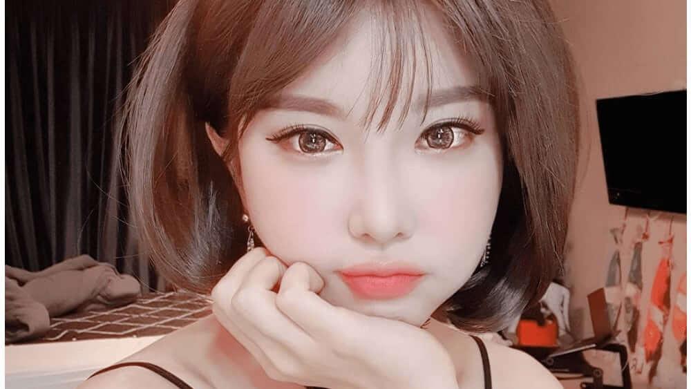 Korean Women – Meeting, Dating, and More (LOTS of Pics) 39