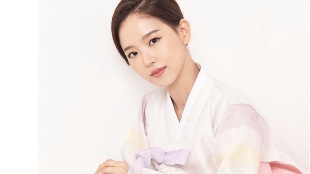 Korean Women – Meeting, Dating, and More (LOTS of Pics) 44