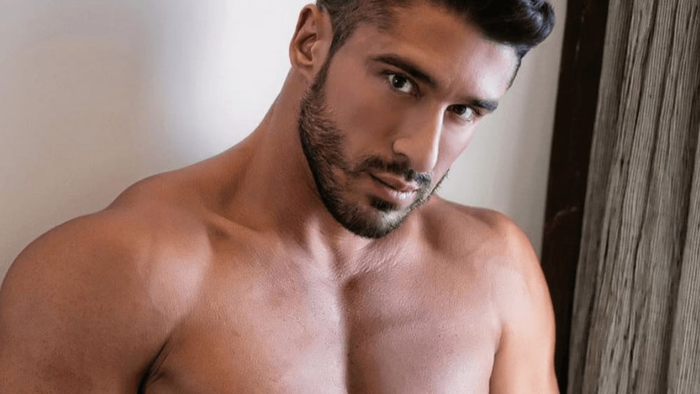 Spanish Men – Meeting, Dating, and More (LOTS of Pics) 52