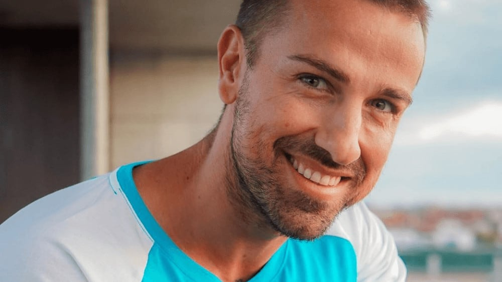 Spanish Men – Meeting, Dating, and More (LOTS of Pics) 39