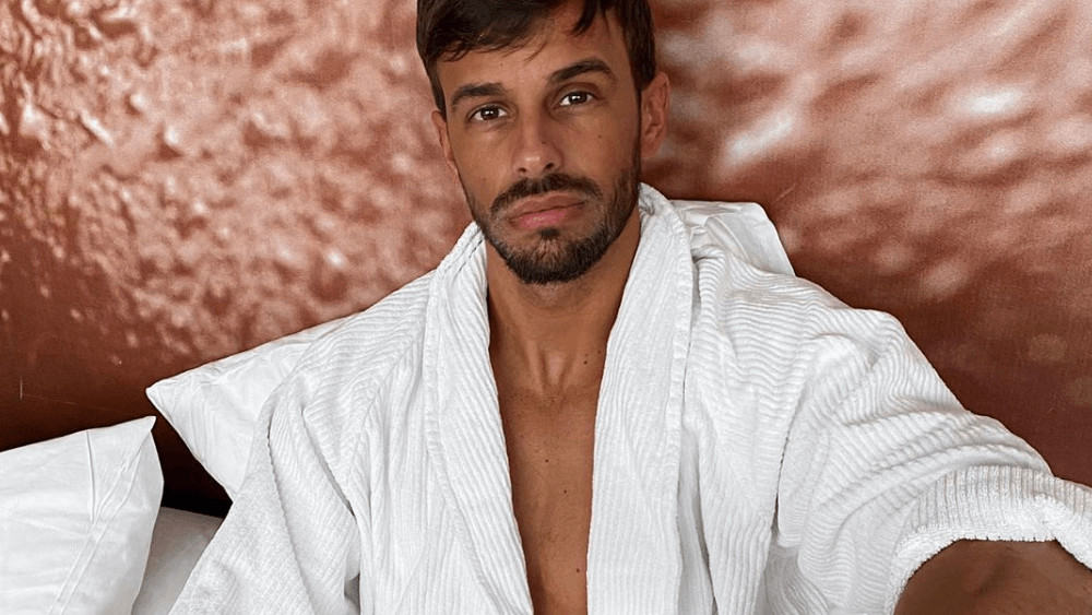 Spanish Men – Meeting, Dating, and More (LOTS of Pics) 40