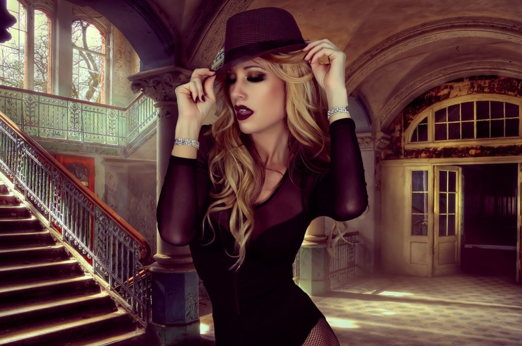 Sexy girl rocking a glamour style hat